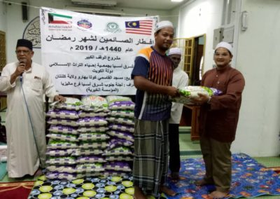RICE 2019 - Distribution at Masjid al-Qosimi (6)